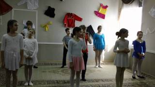Урок хореографии с учениками из 3-4 классов