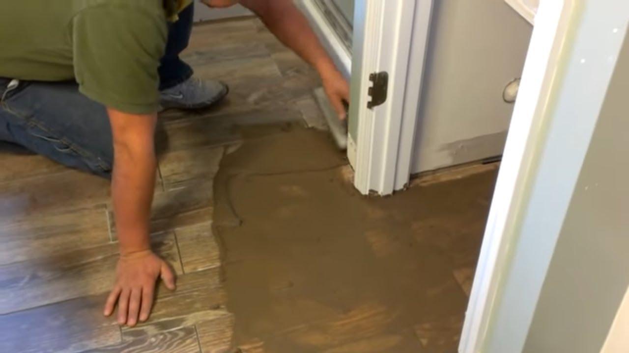 Como aplicar boquilla o lechada youtube - Como pegar losetas de piso ...