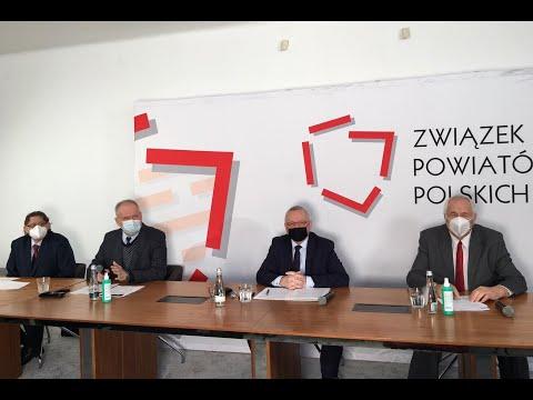 Skrót konferencji prasowej dotyczącej rządowych zapowiedzi przejęcia szpitali powiatowych