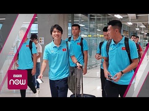 Tiễn đội tuyển Việt Nam về nước sau chiến thắng tuyển Indonesia