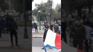San Miguel (RM): Carabineros protege a grupo del Apruebo en Banderazo del Rechazo