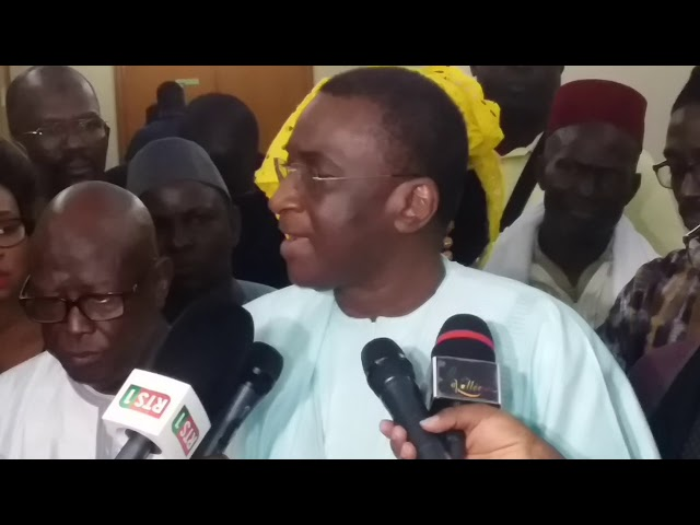 Mamadou Racine Sy signe avec les travailleurs de l'hôtellerie