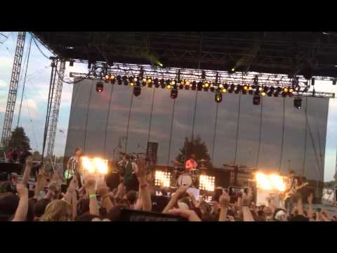 Hot Chelle Rae- Tonight, tonight (Illinois State Fair 2012)