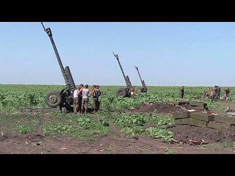 Rebels leave Ukrainian city of Slovyansk as Ukrainian president orders national flag to be raised