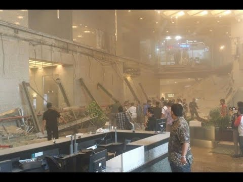 Balkon Gedung Bursa Efek Indonesia Ambruk - BREAKING NEWS