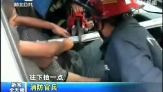 Attention video choc un poteau lui transperce la poitrine suite à un accident.flv