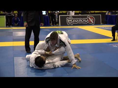 Takahito Yoshioka x Raul Marecello - World Masters 2015 - Black/ Master 1/ Rooster -Final