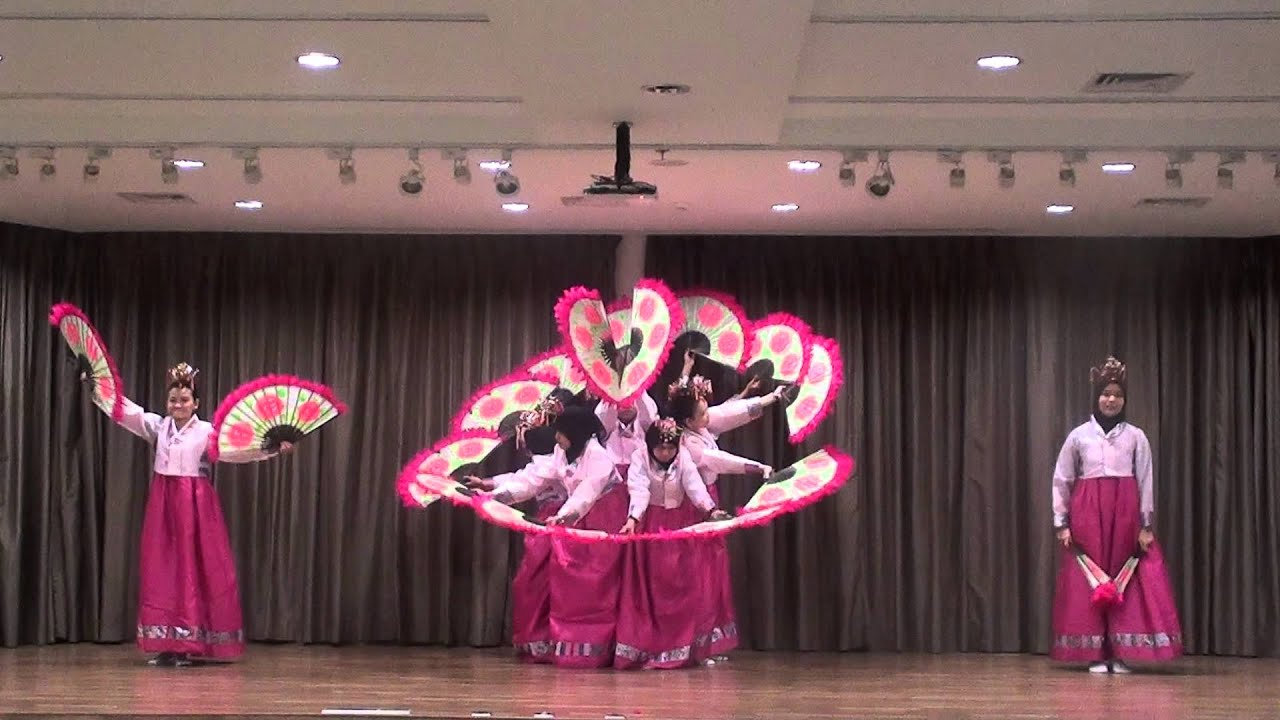Buchaechum Class at Korean Cultural Center Indonesia  YouTube