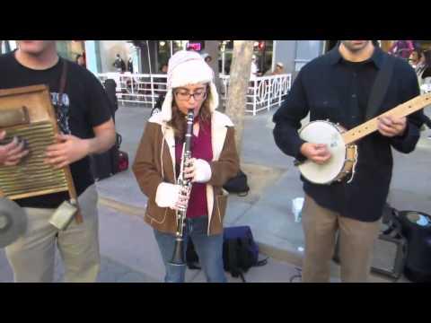 The California Feetwarmers Play Third Street Promenade