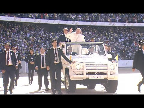 Pope Francis arrives for Abu Dhabi mass