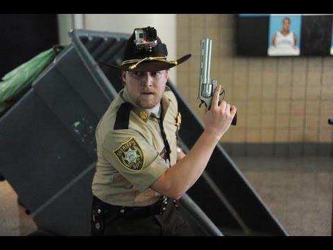 Rick Grimes Runs The Walking Dead Escape 4 30 Wave Long