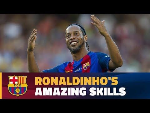 Ronaldinho's stunning display for Barça Legends against Manchester United