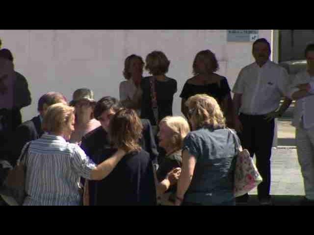 Centos de persoas despiden a Ignacio Echeverría en Las Rozas