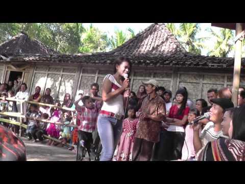 Jathilan CEWEK TRI TUNGGAL BUDOYO penyanyi kesurupan hantu ONDEL ONDEL