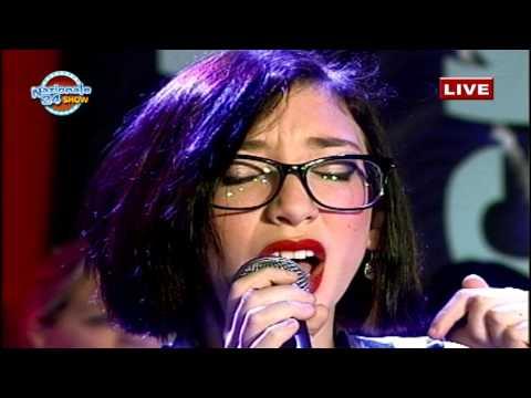 Helena Russo canta