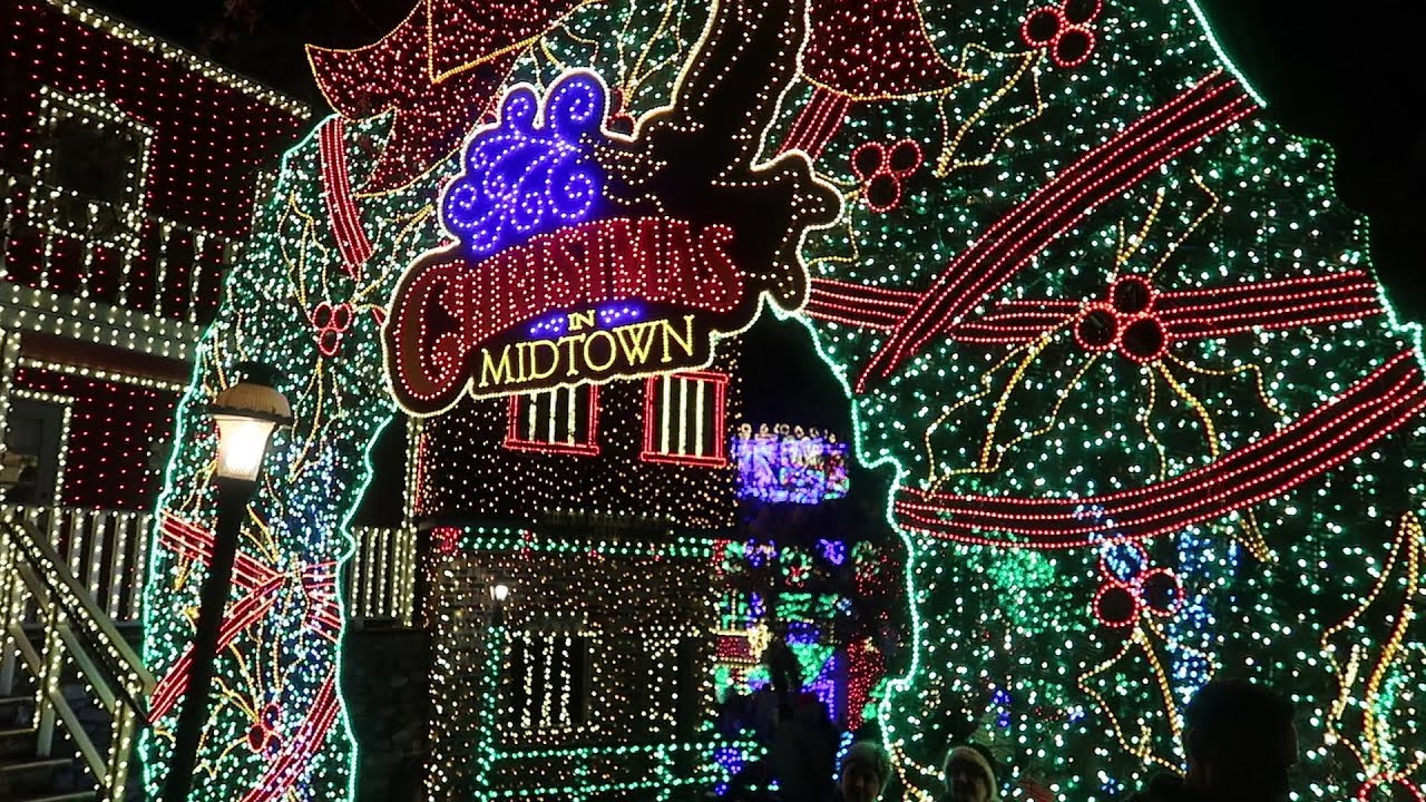christmas at silver dollar city in branson missouri 6 million christmas lights - When Does Branson Mo Decorate For Christmas
