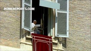 """Đức Giáo Hoàng: """"Thánh giá không phải là món đồ trang trí để đeo. Nó là lời mời gọi yêu thương"""""""