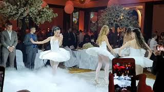SPECIJALNO IZNENAĐENJE ZA MLADENCE: Balerine na svadbi decenije izvele deo baleta
