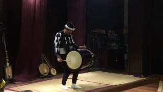 Kodō là một nhóm chơi trống taiko chuyên nghiệp. Có căn cứ ở đảo Sa...