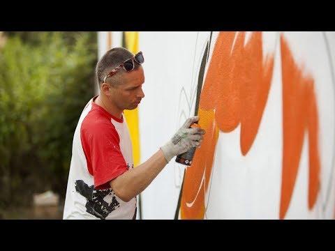 Kruk maluje przy ul. 20 Stycznia