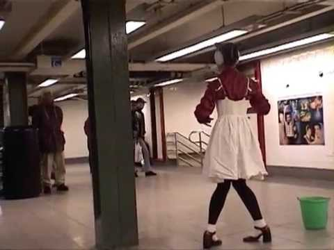 weirdest but awesome performance in subway------new york videodyssey(376)