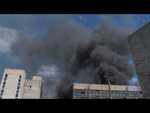 Телеканал «Дитинець»: Масштабна пожежа: від 10 ранку вогнеборці гасять складські приміщення на території музичної фабрики