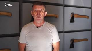 """""""За Путина! За Родину!"""". Прокремлевские активисты разгромили выставку в Москве"""