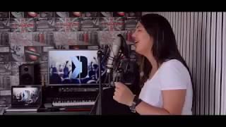 فتاة مغربية تبدع في أغنية مازال مازال عشقك في البال