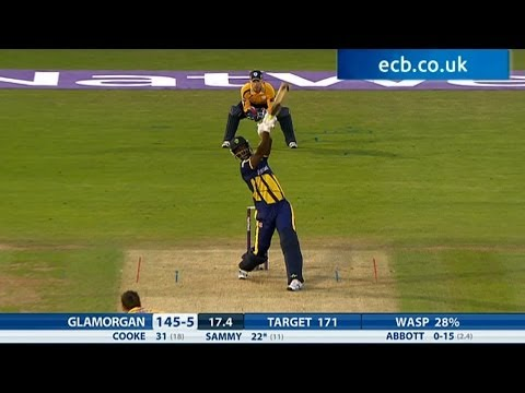 Darren Sammy almost signs off in style - Glamorgan v Hampshire