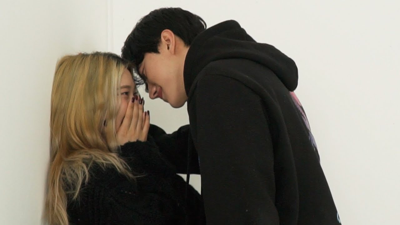 Download Can Korean Girl Maintain Heartbeat in front of a Handsome Guy?