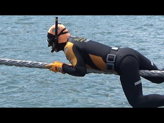 海保のダイバーが舞鶴港で合同訓練