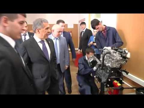 Рустам Минниханов посетил ресурсный центр на базе Казанского автотранспортного техникума