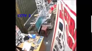 CCTVOfficial Penjaga Toko Maling HP Saat Bos Lengah, WASPADA