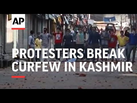Protesters break curfew in Kashmir