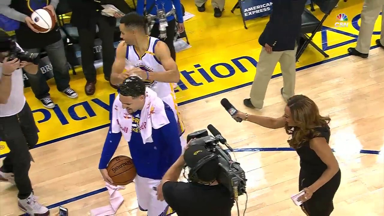 Stephen Curry drops ice on Klay Thompson head during the ...