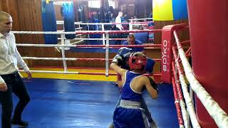 Шарамков Илья ( бокс 7 лет ) спарринг бой в тройке