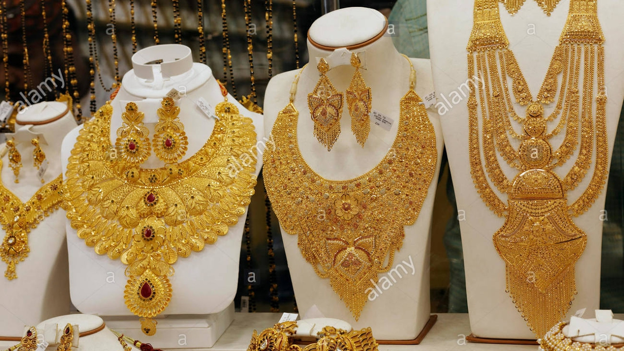 Dubai Gold Souk - City of Gold Amazing Gold Collection Jewellery ...