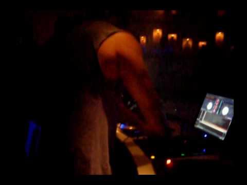 DJ NAKAI TOCANDO NO CABARET - NOITE DOS DJS.wmv