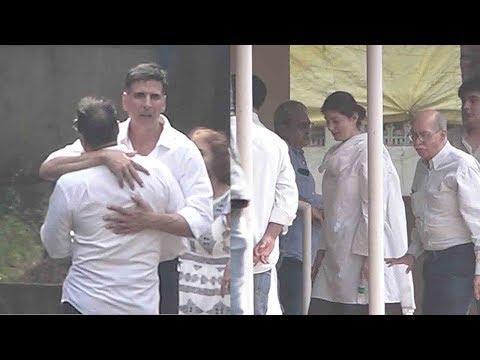 Akshay Kumar BREAKS DOWN wid Wife Twinkle Khanna @Great Grand Mother In Law's Funaral Mp3