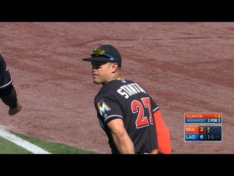 MIA@LAD: Stanton, Gordon avoid collision on fly ball
