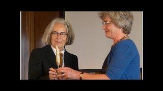 Antjie Krog, het kloppend hart van Zuid-Afrika, ontvangt de Gouden Ganzenveer | LitNet