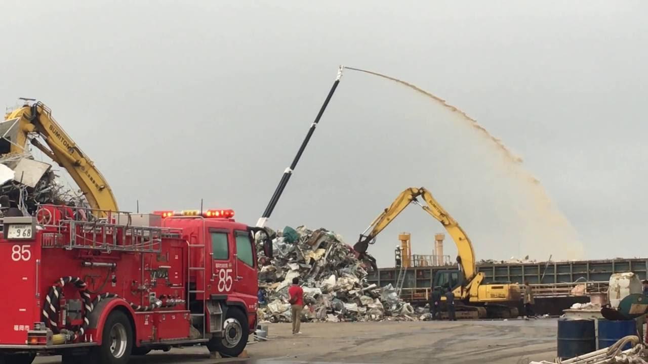 福岡市消防局 大化高3 船舶火災での放水活動 - YouTube