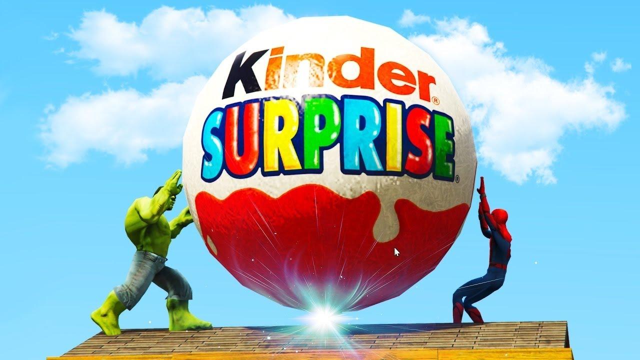 Халк и Человек паук нашели Гигантский киндер сюрприз ...
