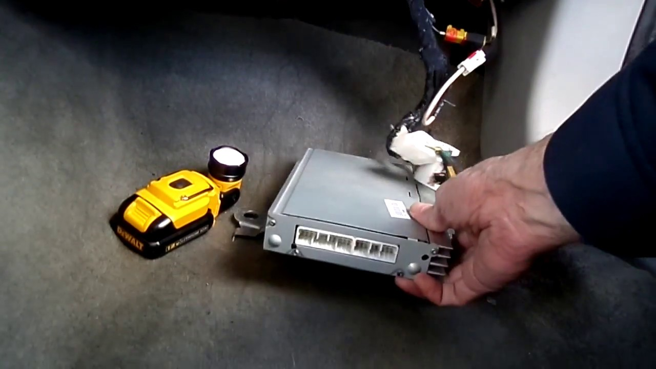 chrysler sebring radio sound amplifier removal [ 1280 x 720 Pixel ]