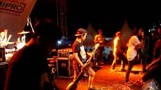 BILLFOLD - Destroyed Without Hesitation ( Live BandCloth2012 )