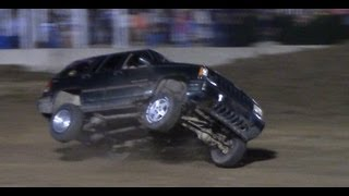 Jeep Grand Cherokee Wrecks on Tough Truck Race