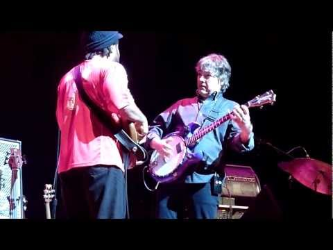 A great Victor Wooten Bass Solo w/ Bela Fleck and The Flecktones