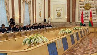 У Лукашенко обсудили меры по обеспечению устойчивой работы экономики и социальной сферы