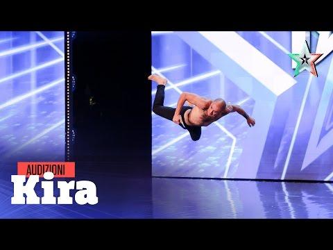 Kira mette in scena il dolore