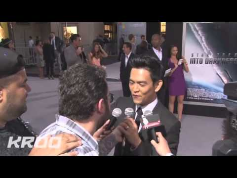 Karl Urban Beat-boxing At The Star Trek Into Darkness Los Angeles Premiere